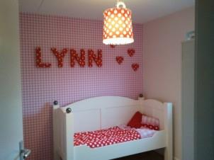 Roze ruitjes behang