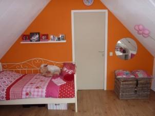 Oranje meidenkamer