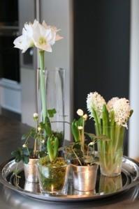 dienblad met bloemen