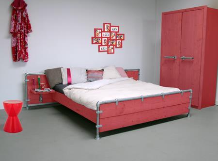 Bordeaux Rode Slaapkamer : Rode slaapkamer. free heel lichte rode slaapkamer in speciaal fotos