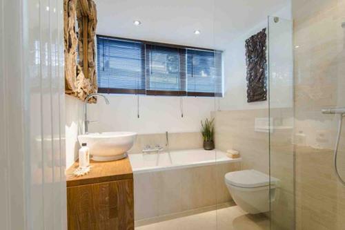 Badkamer Met Hout : Badkamer hout wit