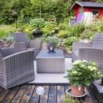 Loungen in een landelijke tuin