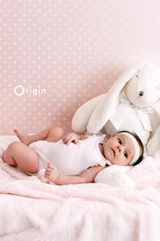roze babykamer behang
