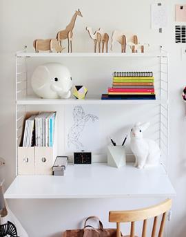 Interieur inspiratie bureau in de kinderkamer interieur for Bureau kinderkamer