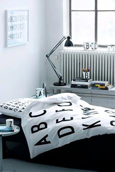 http://www.interieurinspiratie.nl/wp-content/uploads/2014/07/zwart-wit-slaapkamer-letters.jpg