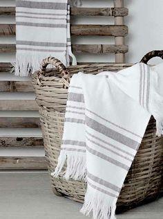 rieten handdoeken mand
