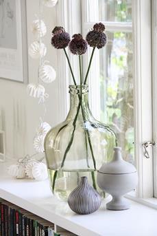 Interieur Inspiratie Grote vazen in de vensterbank - Interieur ...