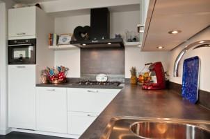 De witte keuken van familie Frik
