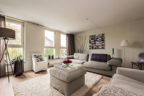 Interieur inspiratie binnenkijken bij een gemoderniseerde for Landelijke woonkamer inspiratie