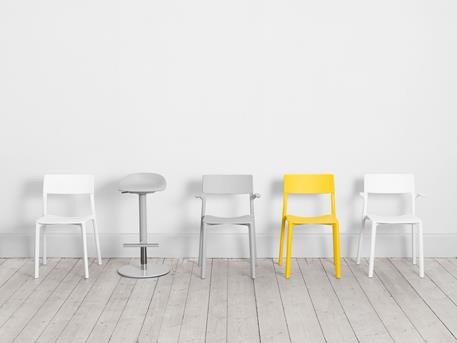 Betaalbare Design Stoelen.Ikea Lanceert Eerste Design Stoelen Voor Publiek Gebruik De