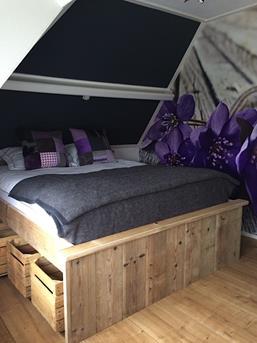 slaapkamer steigerhoutenbed
