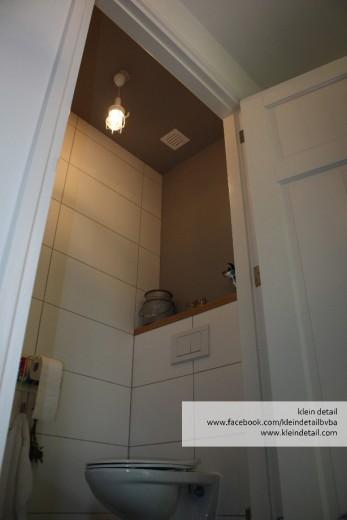 gekleur plafond wc