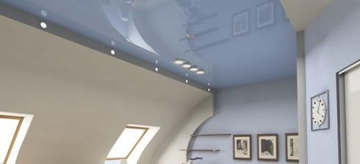 glanzend blauw plafond