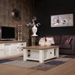 Donkere aankleding en witte meubels zorgen voor een warme uitstraling