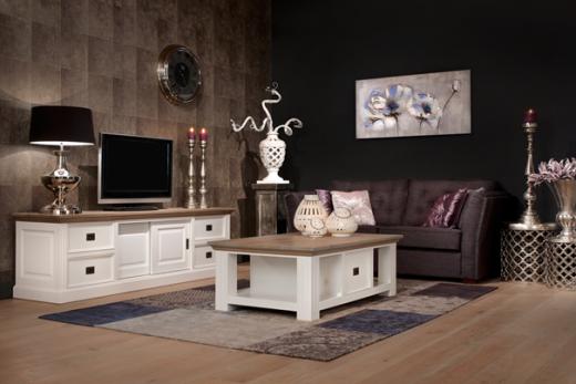 Witte Landelijke Woonkamer : Interieur inspiratie donkere aankleding en witte meubels zorgen