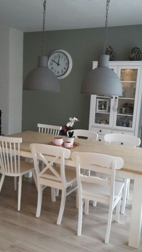 Interieur inspiratie de eetkamerstoel mix interieur for Witte leren stoelen
