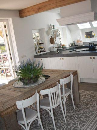 Interieur inspiratie de eetkamerstoel mix interieur for Landelijk interieur voorbeelden