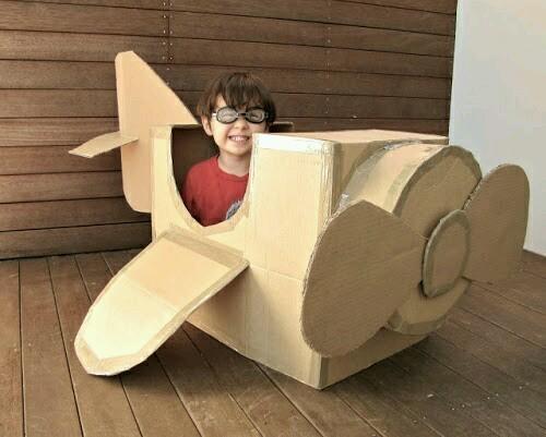 kartonnen vliegtuig
