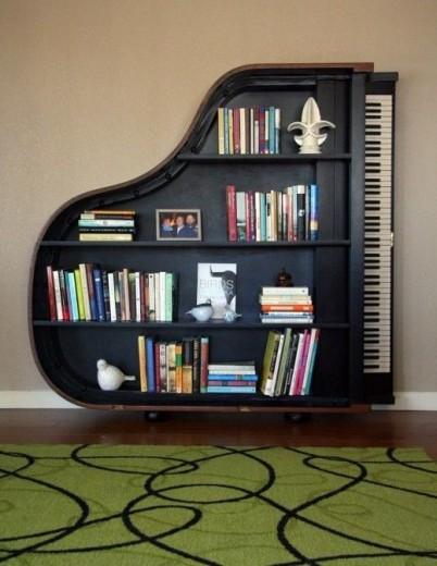 een ideale boekenkast voor de muziekliefhebber er zijn vast wel adresjes waar je oude vleugels kunt kopen en er zelf een boekenkast van maken