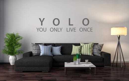 model-muursticker-muurtekst-you-only