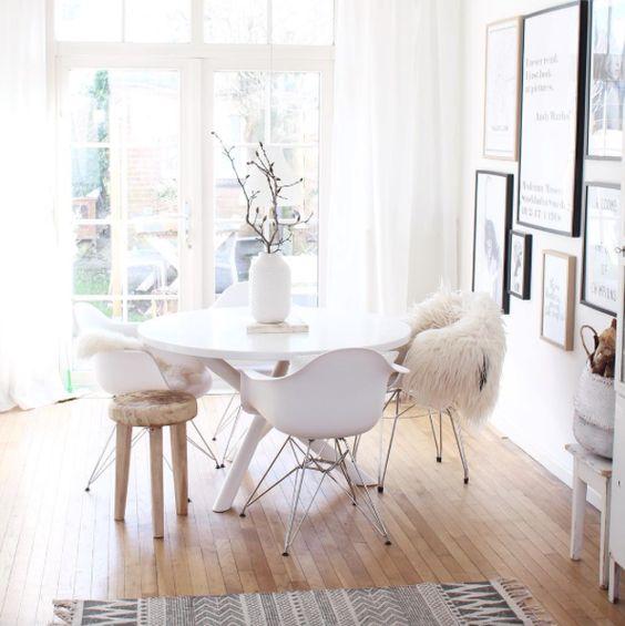 Interieur inspiratie kuipstoel for Design eetkamerstoelen eames