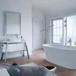 Hoe je de badkamer in zomersfeer brengt