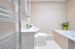 Weinig ruimte in je badkamer? De loodgieter Amsterdam geeft drie tips