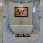 De loodgieter Maastricht adviseert een vrijstaand bad voor een luxe uitstraling