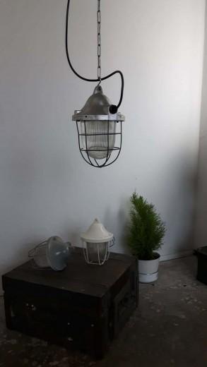 Styling met authentieke industriële hanglampen