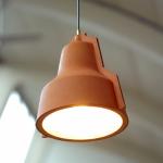 Vergeten ambacht herleeft in lederen hanglamp van Puik Art