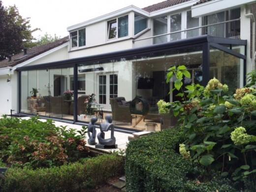 Luxe steen huis met veranda u stockfoto lmphot