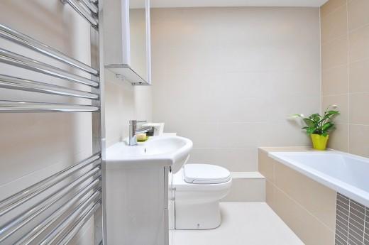 Met tips van de loodgieter houd je een badkamer makkelijk schoon