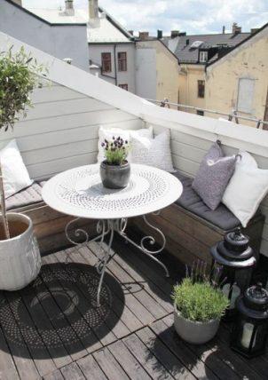 Tuinbank op het balkon
