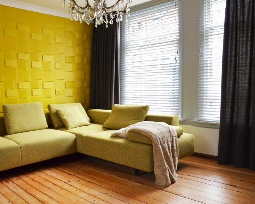 Geef je woonkamer een modern karakter met houten jaloezieën